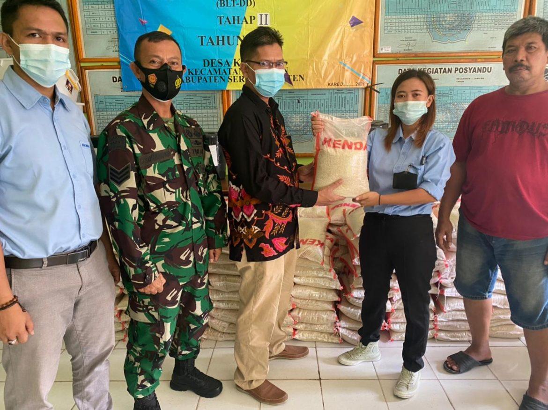 Pesantren Al- Khaeriyah di Desa Kareo Mendapatkan Bantuan Beras dar PT. Kenda Rubber Indonesia