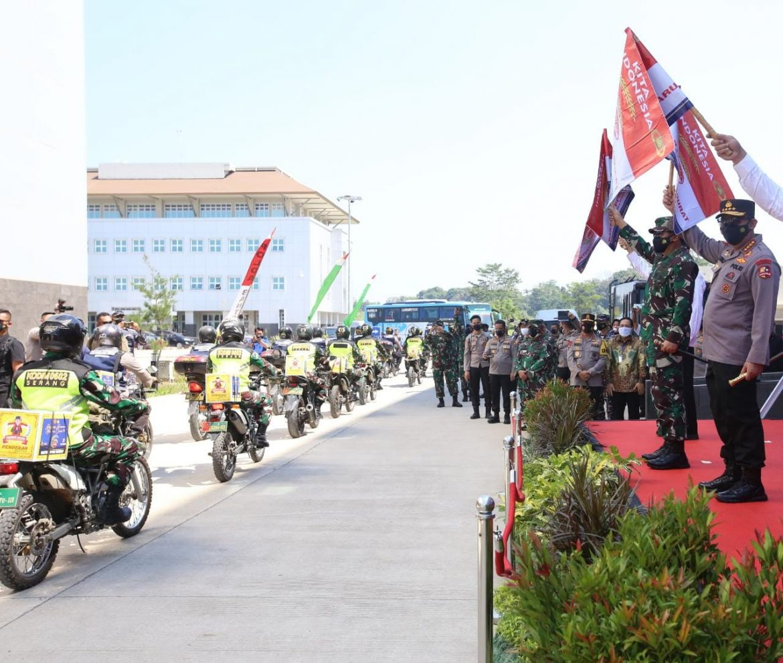 Polri Sebar 458 Ton Beras dan 15.000 Paket Sembako PPKM Darurat Banten