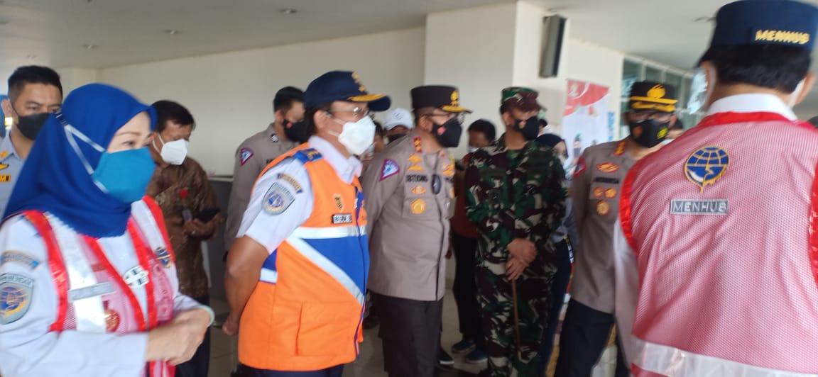 Dandim 0505/JT Dampingi Mentri Perhubungan Pantau Giat Vaksinasi di Terbus Pulogebang