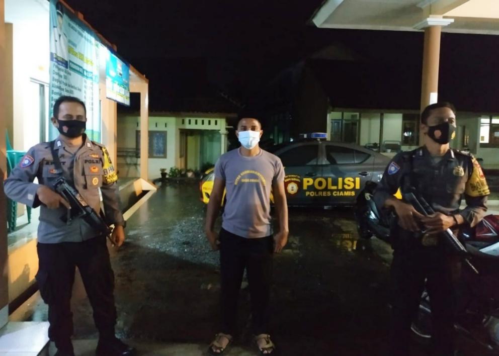 Memastikan Wilayah Tetap Aman dan Kondusif Disaat PPKM Darurat, Polsek Cikoneng Gelar Patroli KRYD dan Patroli Biru