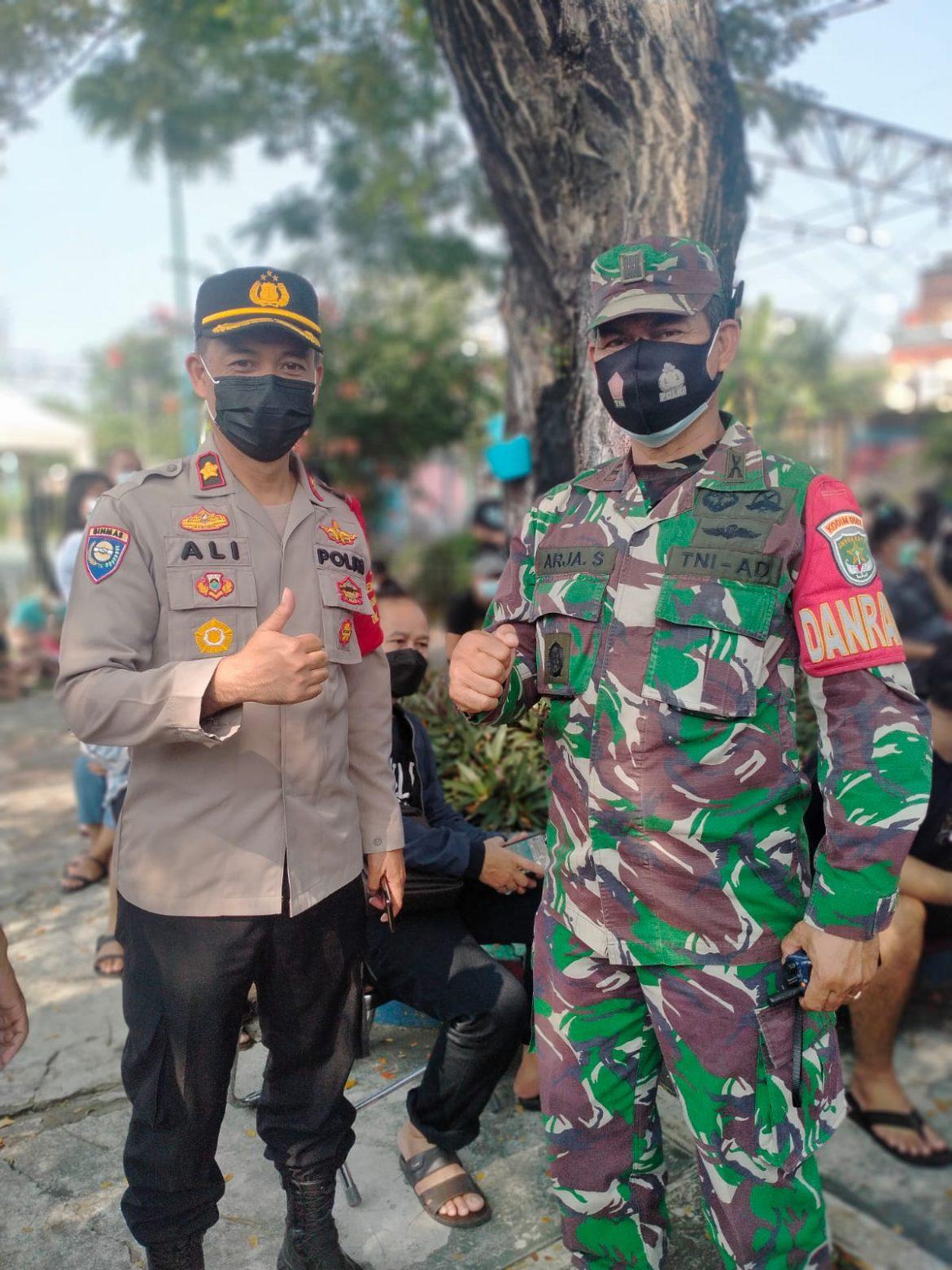 Danramil 02/TB Dampingi Dandim 0503/JB Kunjungi Vaksinasi Merdeka di RPTRA Krendang