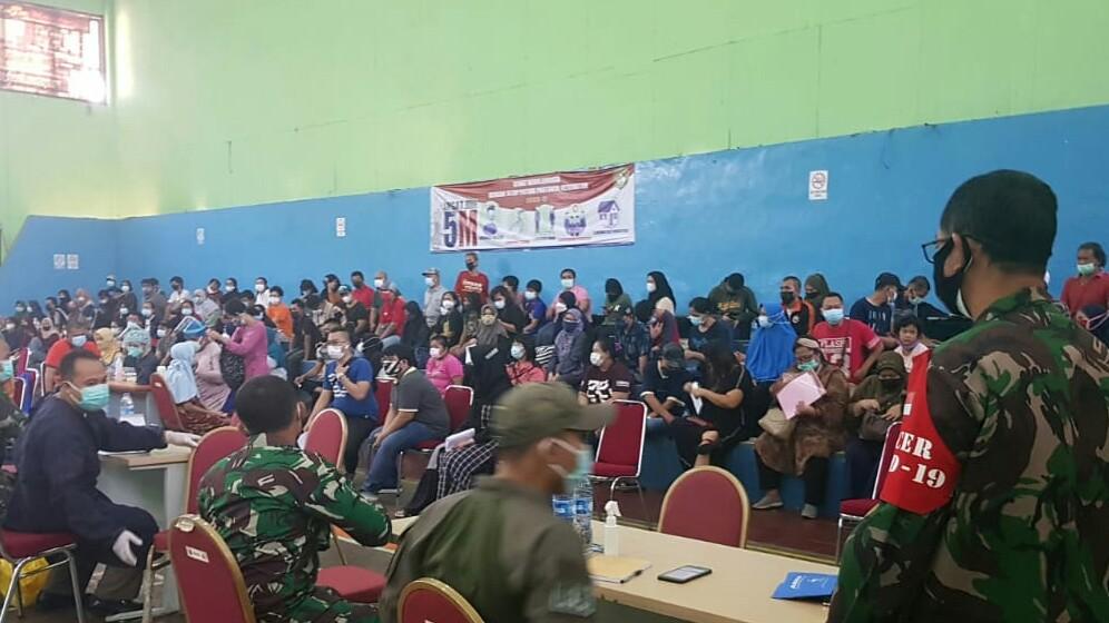 Koramil 01/Tebet Bersama Pemerintahan Kecamatan Tebet Gelar Grebek Vaksin