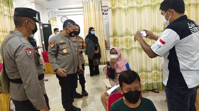 Tim Asistensi Polda Metro Jaya Mengunjungi Gerai Vaksinasi Merdeka