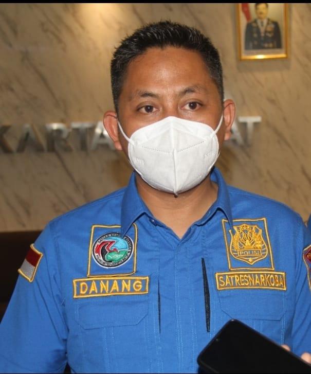 Satuan Narkoba Polres Metro Jakarta Barat Melaksanakan kegiatan Vaksinasi Dan Penyuluhan Bahaya Narkoba