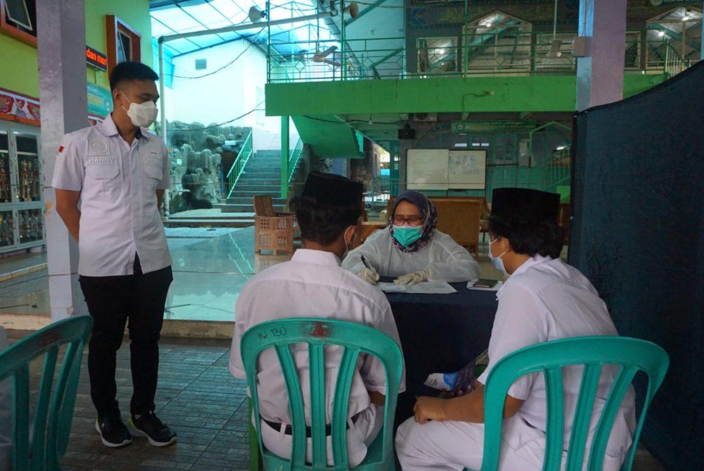 Satresnarkoba Polres Metro Jakarta Barat Melaksanakan Kegiatan Vaksinasi Serta Penyuluhan Bahaya Narkoba