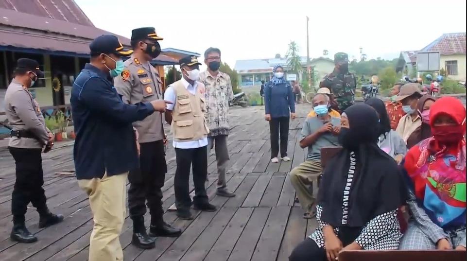 Kapolres Bulungan Kalimantan Utara Mengunjungi Dan Memberikan Edukasi Vaksin Nasional Kepada Masyarakat