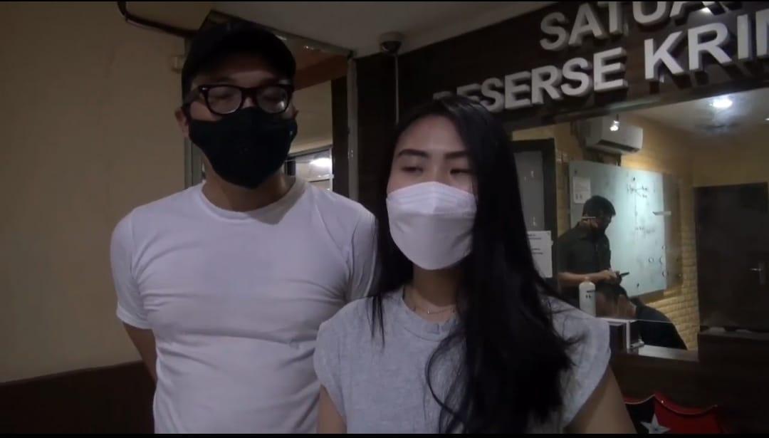 Selebgram Vanessa Valencia Mendatangi Polres Metro Jakarta Barat Untuk Membuat Laporan Polisi
