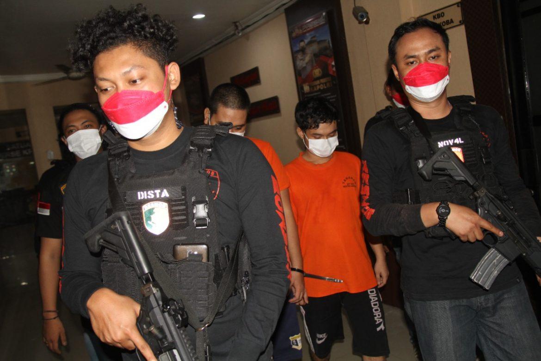 Dua Orang Pelaku Pencopet Didalam Lift Mall Pusat Perbelanjaan Akhirnya Ditangkap Polisi