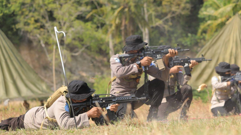 Garuda Bhayangkara Polri Melakukan Kegiatan Uji Hadapi Konflik Antar Distrik Teror dan Lemparan Granat