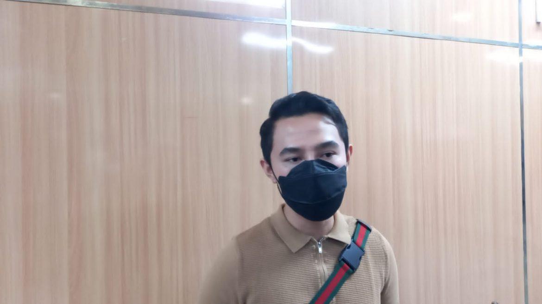 Artis Pemeran Ganteng Ganteng Serigala Fahri Azmi Mendatangi Polres Metro Jakarta Barat