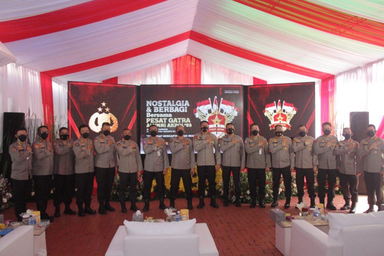 Alumni Akpol 1993 Membagikan 2000 Paket Sembako Kepada Warga Yang Terdampak Covid-19