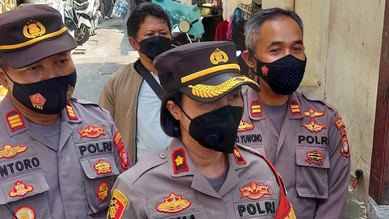 Dalam Rangka HUT Polwan ke 73 Jajaran Polsek Tanjung Duren Polres Metro Jakarta Barat Membagikan Paket Sembako Dan Santunan kepada Anak Yatim Piatu