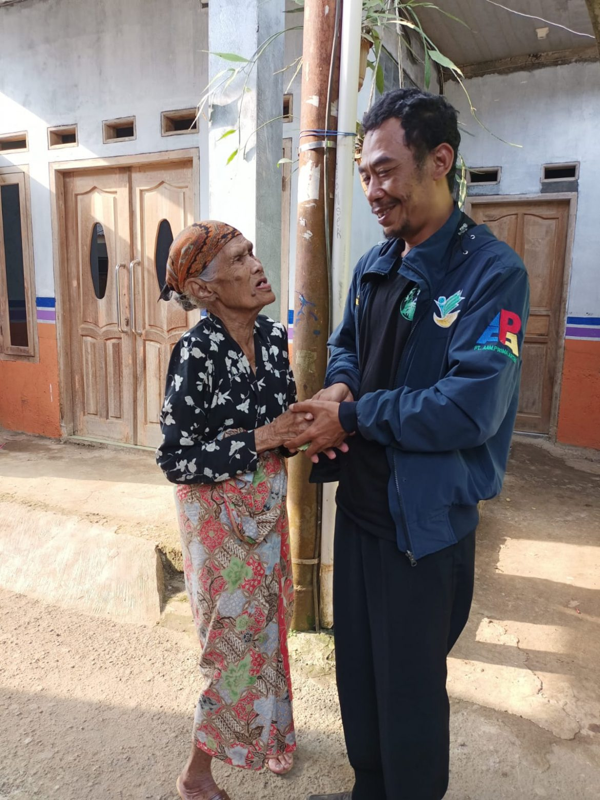 Aksi Sosial, Paguyuban Agen Sembako Mandiri Kecamatan Caringin Santuni Anak Yatim dan Jompo di Tiga Desa