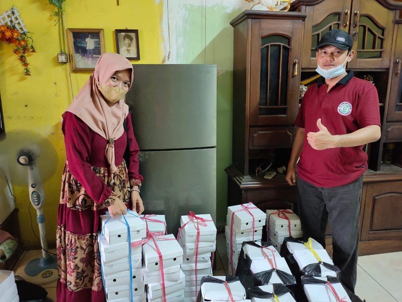 Jum'at Berkah: Warteg Barokah 03, Gelar Aksi Peduli Berbagi Nasi Kotak dan Paket Sembako dengan Sesama Disaat Pandemi Covid 19