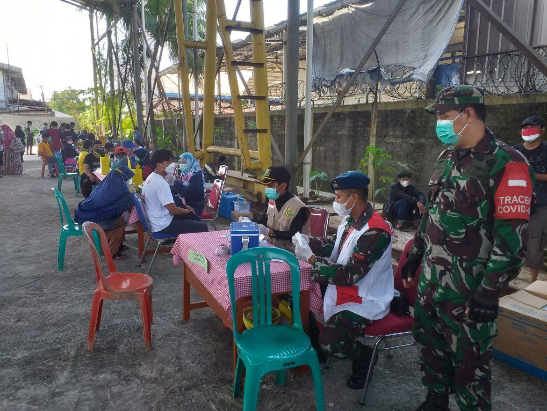 Sertu Heryawan Koramil 0621-05/GP Tak Kenal Lelah Dalam Memonitoring  Serbuan Vaksinasi Di Wilayah Binaan.