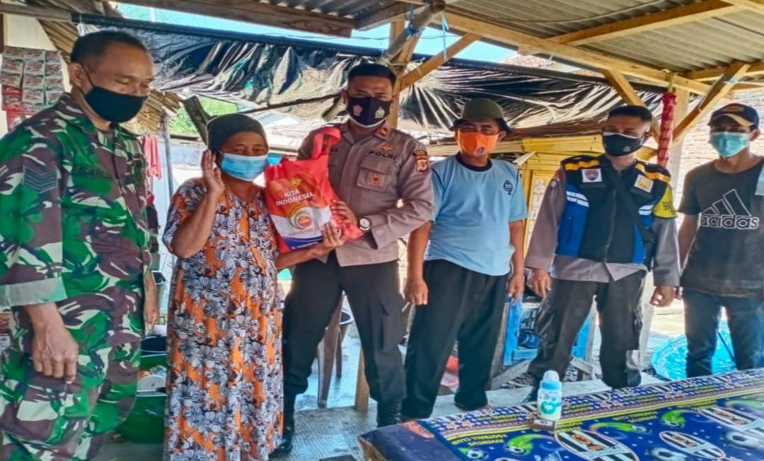 Polisi Salurkan Bansos Ratusan Sembako Kepada Lansia Dan Pra Sejahtera Yang Terdampak Covid-19 Dimasa PPKM