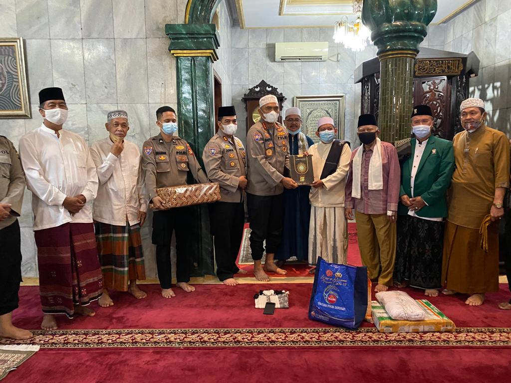 Directorat Binmas  Polda Metrojaya Beserta Jajaran Laksanakan Kegiatan Program SULING di Mesjid Jami Nurul Falah Ragunan Berikan Bantuan 20 Al-Qur'an dan Paket Sembako