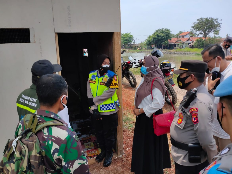 Polisi Kunjungi Warga Yang Sakit Dan Berikan BanSos