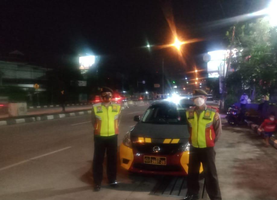 Tekan Angka Kriminalitas, QR Polsek Bacip Polrestabes Bandung Giat Rutin Yanmas Malam Bandung Lautan Biru